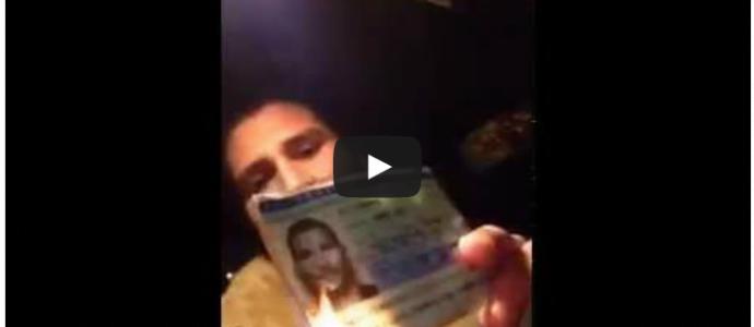 Après le vote de la France pour la reconnaissance d'un état palestinien , il brûle sa carte d'identité