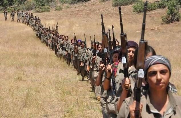 les femmes kurdes combattent l'EI