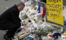 Grand rabbin de France et le maire de Ne-York devant la synagogue de Manhattan
