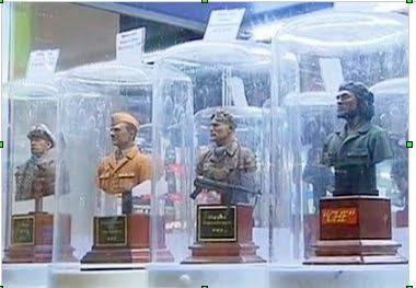 ventes de bustes nazis dans un magasin de jouets à Moscou