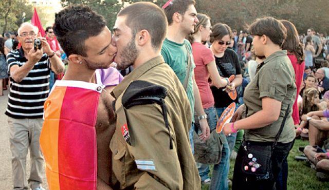 Картинки: Солдаты сосут - Гей порно фото бесплатно - гей-фото № 1