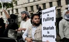 l'application de la sharia, doit être éradiqué