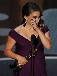 Natalie Portman, enceinte, à la remise de son Oscar de Meilleure Actrice pour Black Swan