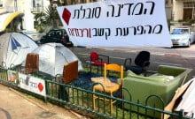des éboueurs diplômés en israel étudient les résultats du tri dans les poubelles des israéliens