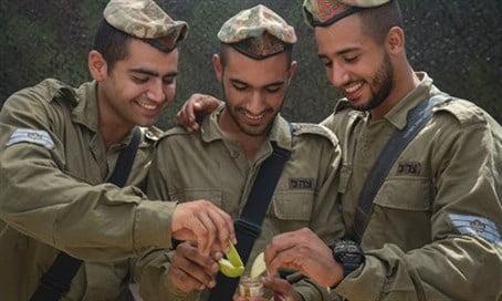 Bon appétit ! Que vont manger les soldats de Tsahal pour Rosh HaChana ?