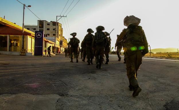 Des combattants de Tsahal se sont joints aux équipes de recherche