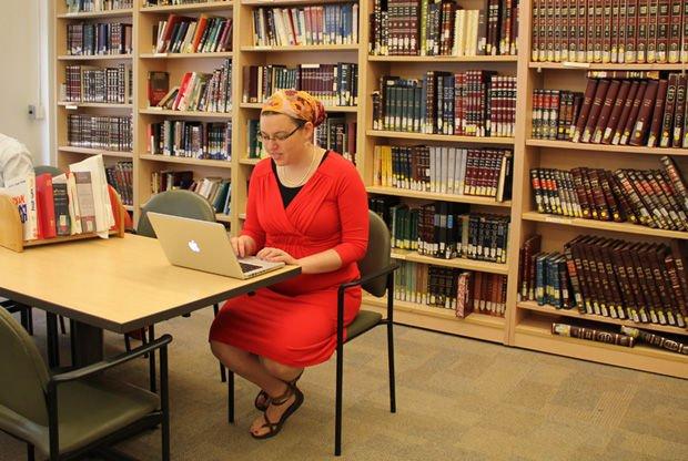 femmes juives orthodoxes étudient à l'université