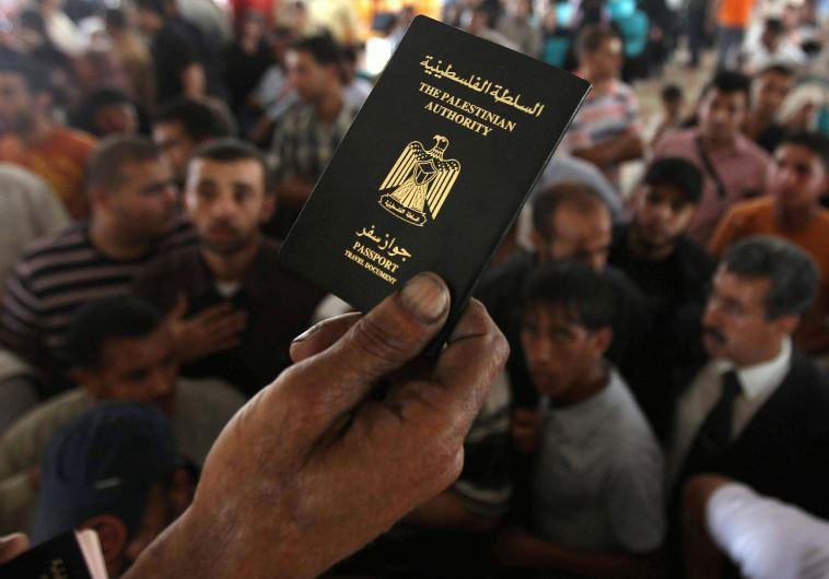 """M. Abbas déclare que l'AP délivrera des passeports """"Etat de Palestine"""" en 2016"""