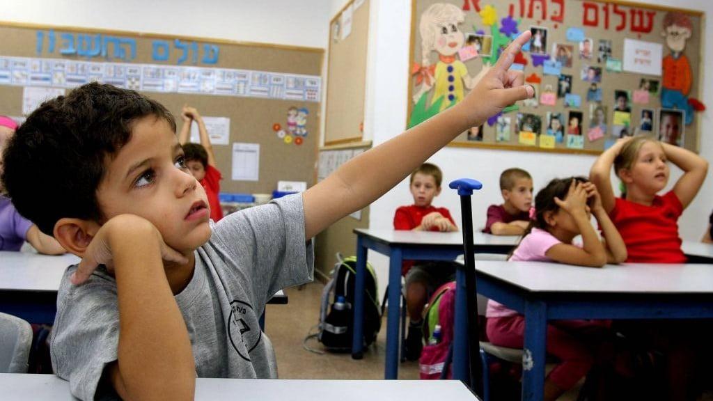 Un-enfant-de-maternelle-en-classe-dans-israel