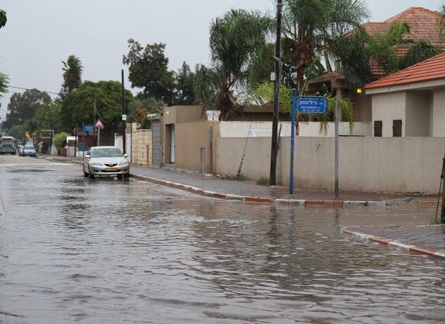 Hiver en Israël Petah-Tikva sous la pluie