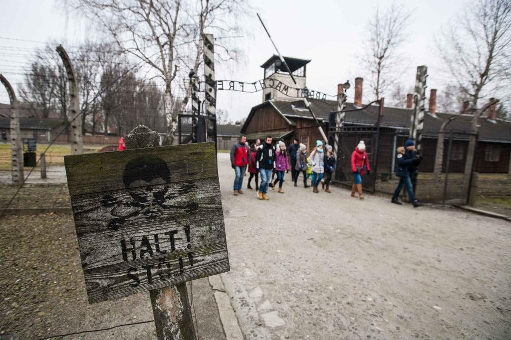 Eléves visitent les camps d' Auschwitz