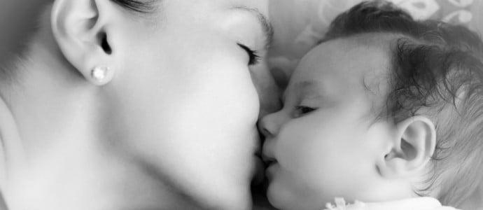Embrasser-son-enfant-sur-la-bouche-pourquoi-il-faut-eviter