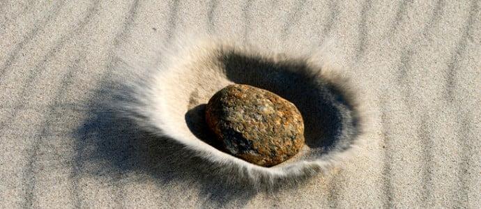 Si-sable-etait-espace-temps-caillou-etoile-neutrons-ondulations-sable-seraient-ondes-gravitationnelles