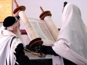 Les rouleaux de la Torah: emblème sacré du judaïsme