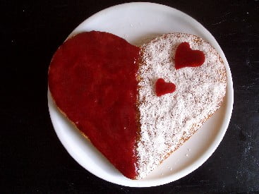 Le gateau-coeur-coco-groseille---une-recette-de-fete
