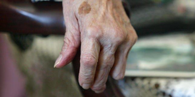 les personnes âgées souffrent du froid