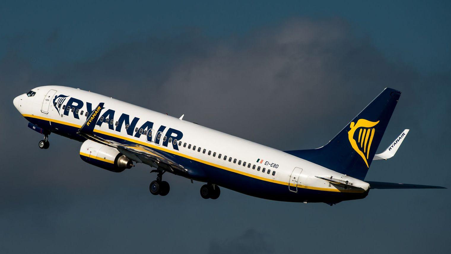 la-compagnie-aerienne-irlandaise-ryanair-a-l-intention-de-distribuer-a-ses-actionnaires-le-produit-de-la-vente-de-ses-parts-dans-aer-lingus-soit-398-millions-d-euros_5422659