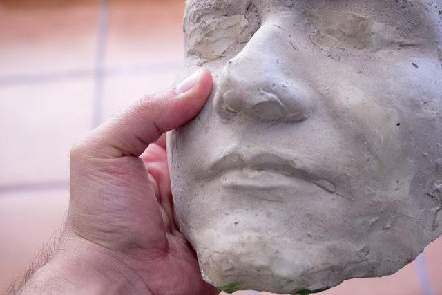 un cours de sculpture pour aider les chirurgiens plastique dans leur formation
