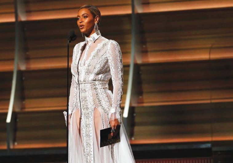 la robe de Beyonce aux Grammy Awards