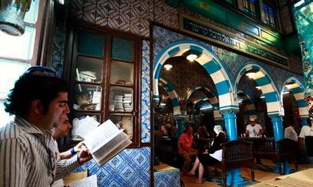 Prières à la synagogue El Ghriba