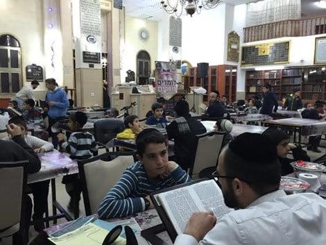 Six millions de livres d'étude en mémoire des victimes de la Shoah