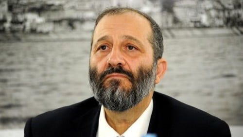 Le ministre de l'Intérieur,  Aryeh Deri, a bloqué l'ouverture de supérettes le samedi, malgré l'accord des municipalités.