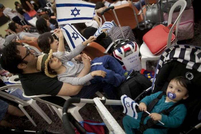 A l'ombre de l'attentat de Nice: 200 olim français attendus mercredi en Israël