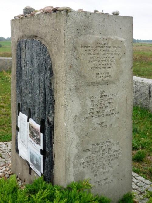 Le mémorial du pogrom de Le Grand Rabbin de Pologne récite une prière pour les victimes du pogrom de Jedwabne