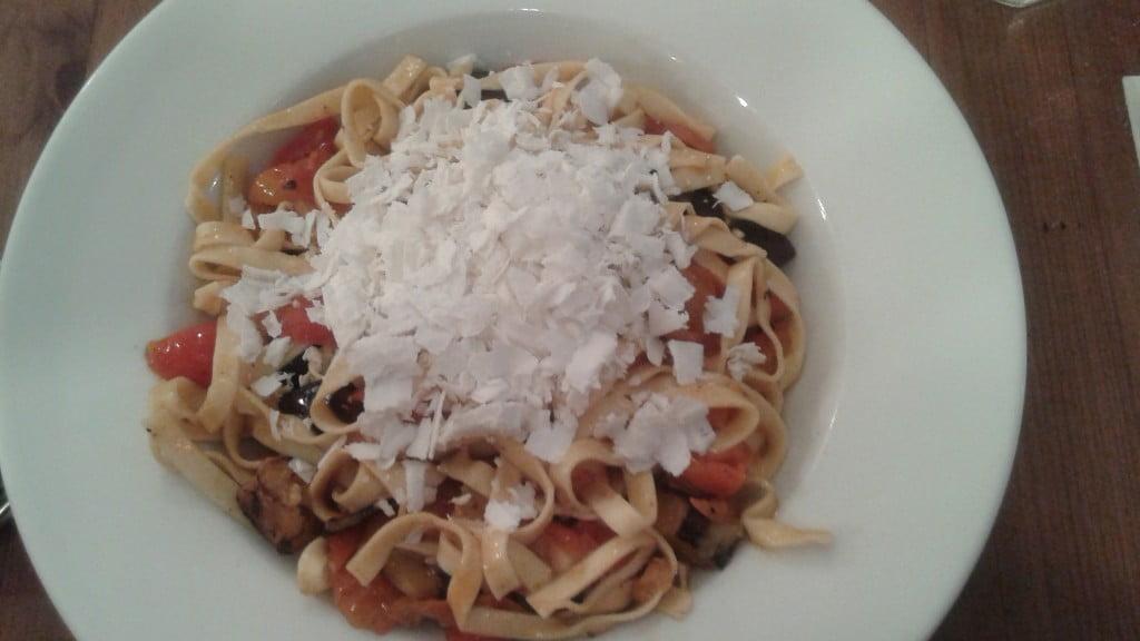 Tagliatelles aubergines-tomates et Ricotta