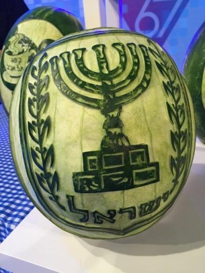Tammy Carmona sculpté cette pastèque pour une émission de télévision en Israël.