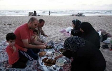 Un membre du conseil municipal de Rishon Letsion réclame une plage séparée pour les palestiniens