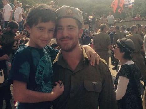 La famille du soldat américain tué hier appelle le public à venir à son enterrement