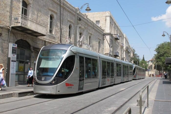 Le maire de Jérusalem a personnellement félicité les gardes de sécurité du tramway