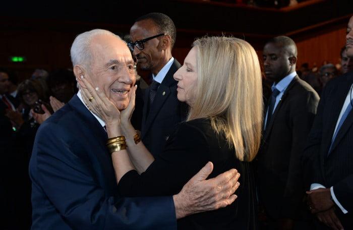 Les bons voeux de rétablissement de Barbra Streisand à Shimon Peres