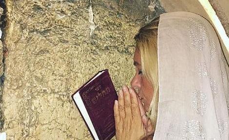 La mère du mannequin Bar Refaeli se rapproche du judaïsme