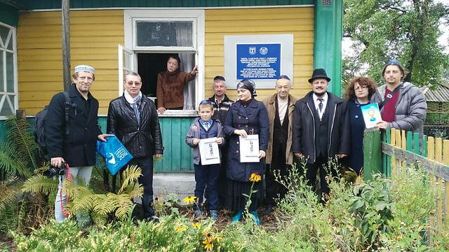 Le Kaddish récité devant la maison d'enfance de Shimon Peres au Belarus