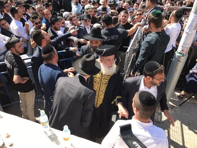 Recueillement à Jérusalem lors des obsèques du rabbin Sitruk