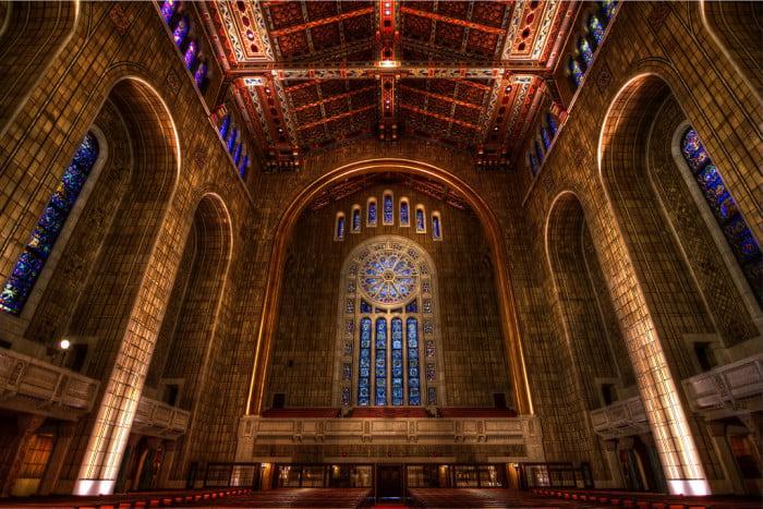 Une chic synagogue new-yorkaise facture ses places  3000$ pour les offices des fêtes