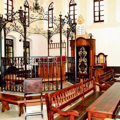 Des synagogues anciennes reproduites dans le monde d'après de vieilles photos