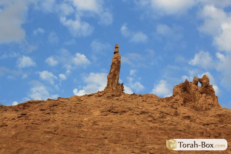 La femme de Loth transformée en statue de sel pour s'être retournée