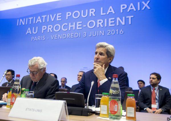 John Kerry, lors d'une rencontre autour du conflit israélo-palestinien, à Paris, le 3 juin 2016. / SAUL LOEB/AFP