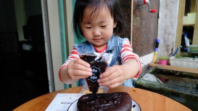 Israël: UgaUga fait découvrir les gâteaux maison aux chinois