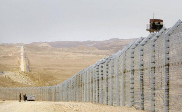 La barrière le long de la frontière sud d'Israël.