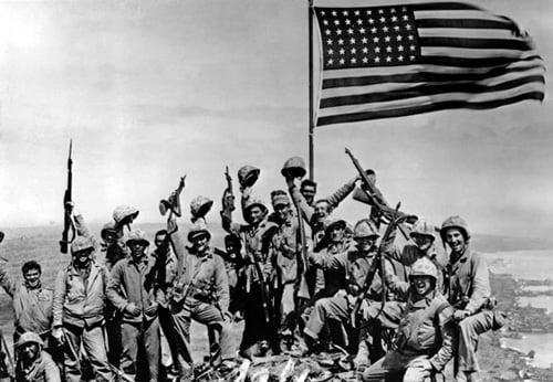 1942 -L-Amerique-en-guerre-Bata