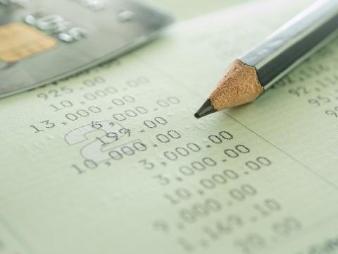 Garder un œil sur son compte bancaire pour le gérer facilement et intelligemment