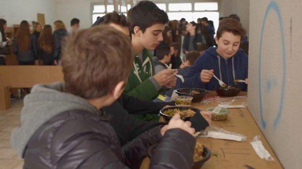 Les étudiants du lycée Tichonet bénéficient de nouveaux repas sains