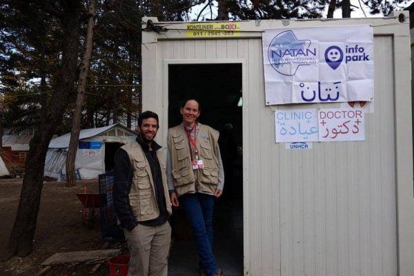 Médecins juifs et arabes et travailleurs sociaux, clinique de Natan en Serbie.
