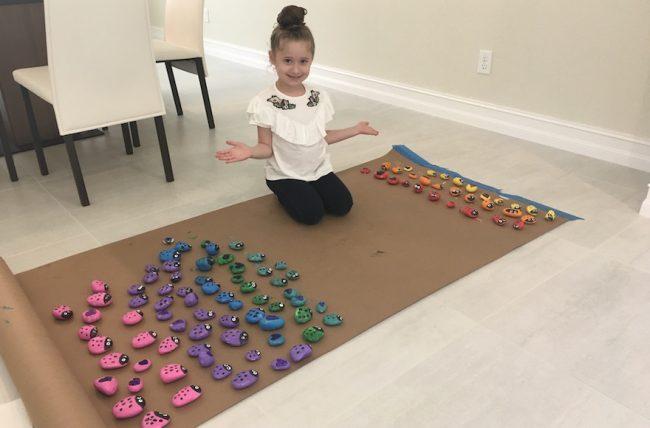 USA: une fillette de 6 ans apporte sa pierre aux cimetières juifs vandalisés