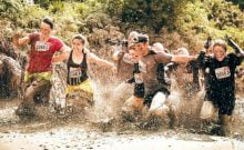 Israël: un défi sportif extrême les deux pieds dans la boue