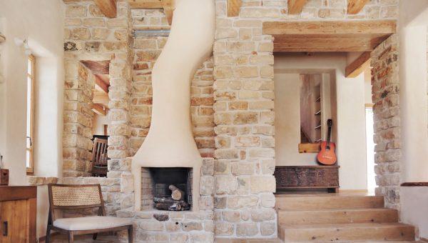 La maison a été conçue pour avoir une empreinte écologique exceptionnellement petite
